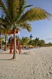 Strandscène in een tropisch klimaat royalty-vrije stock foto