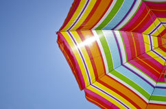 Strandschirm an einem Sommertag Stockfoto
