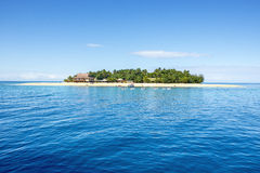 Strandsemesterort för fijiansk ö royaltyfria bilder