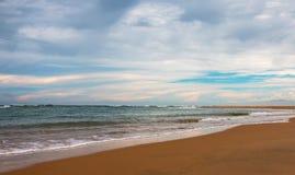 Strandsida av nilaweelien, Sri Lanka arkivbilder