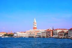 Strandsikt på doges slott, Venedig, Italien arkivbilder