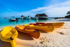 Strandsikten på fyra säsonger tillgriper Maldiverna på Kuda Huraa Fotografering för Bildbyråer
