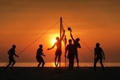 strandsilhouettevolleyboll Fotografering för Bildbyråer