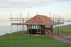 Strandskydd under konstruktion Royaltyfria Foton