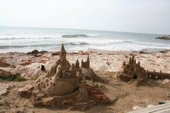 strandslott som göras sanden att skulptera form Royaltyfria Bilder