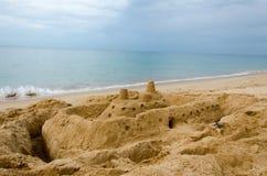 strandslott som göras sanden att skulptera form Arkivfoto