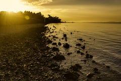 Strandsoluppgångsignalljus royaltyfri foto