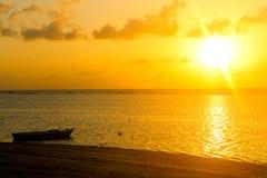 Strandsonnenuntergang Seychellen Lizenzfreie Stockbilder