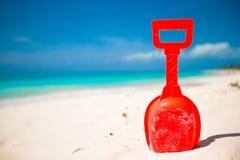 Strandspielzeug des Sommerkindes im Sand Lizenzfreies Stockfoto