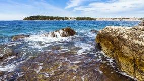 Strandstad av Rovinj i Kroatien Royaltyfria Bilder