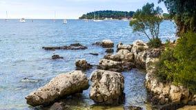 Strandstad av Rovinj i Kroatien Arkivfoto