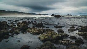 Strandstenblock på en molnig dag Royaltyfria Foton