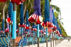 Strandstol och färgrikt paraply Fotografering för Bildbyråer