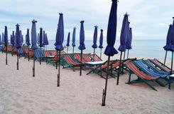 Strandstol och paraply Royaltyfri Fotografi