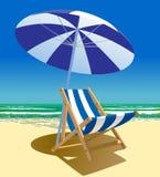 Strandstol och paraply nära havet Royaltyfria Bilder