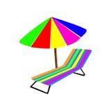 Strandstol och paraply på vit Arkivfoto