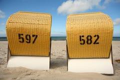 strandstolar royaltyfria bilder