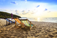 Strandstuhl auf dem Strand Lizenzfreies Stockfoto