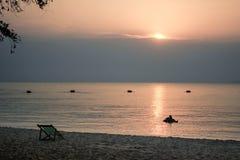 Strandstuhl auf dem Strand Stockfotografie