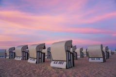 Strandstuhl in RÃ-¼ GEN-Insel lizenzfreies stockfoto