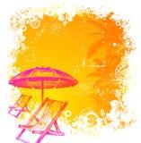 Strandstuhl und -regenschirm auf einem tropischen Hintergrund