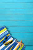 Strandszene mit blauem Decking Lizenzfreies Stockfoto