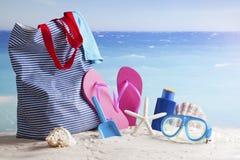 Strandtasche, Sommerferienhintergrund Lizenzfreies Stockbild
