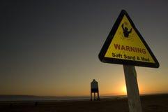 strandteckenvarning arkivfoton