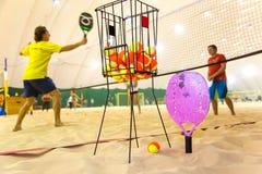 Strandtennis opleiding op zand omvat hof Stock Afbeeldingen