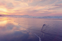 Strandufer auf Sommer bei Sonnenuntergang Stockfoto