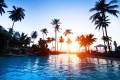 Strandurlaubsort in den Tropen lizenzfreie stockfotos