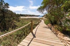 Strandväg till den Saona stranden i Formentera Arkivbilder