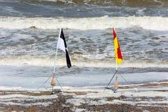 Strandvarning sjunker uppvisning av säkra områden Royaltyfri Bild