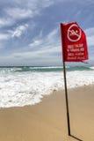 Strandvarningstecken. Royaltyfri Fotografi