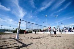 Strandvolleybolldomstol Kvinnor för turnering för strandvolleyboll arkivfoton