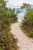 Strandweg in Daniela-Strand lizenzfreie stockbilder