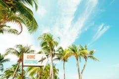 Strandzeichen für surfenden Bereich lizenzfreies stockfoto