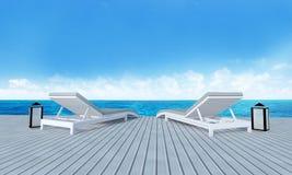 Strandzitkamer met sundeck op Overzeese achtergrond-3d mening en blauwe hemel Stock Foto's