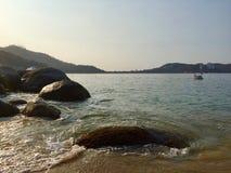 Strandzonsondergang in Acapulco Mexico stock foto's