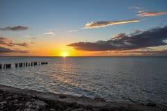 Strandzonsondergang bij Holbox-Eiland stock foto's