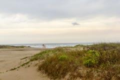 Strandzonsopgang bij het Eiland van de Zuidenaalmoezenier, TX Stock Foto