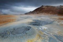 Strangelly ha colorato le formazioni del fango ad area di Hverarond, Islanda Fotografia Stock Libera da Diritti
