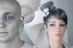 Straniero d'argento futuristico della donna dell'acconciatura di Fahion immagini stock libere da diritti