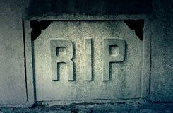 Strappo del segno in una tomba fotografia stock