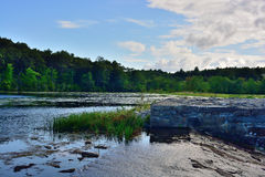 Straripamento a Sterling Pond Dam fotografia stock libera da diritti