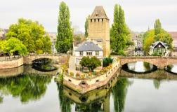 Strasbourg Alsace, Frankrike Traditionell halva timrade hus av Petite France royaltyfri bild