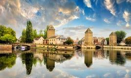 Strasbourg Alsace, Frankrike Traditionell halva timrade hus av Petite France royaltyfria bilder