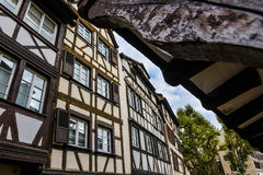 Strasbourg, canal da água e casa agradável na área de Petite France Fotos de Stock
