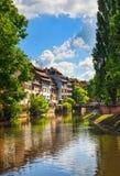 Strasbourg, canal de l'eau dans la région de Petite France, site de l'UNESCO Alsa Image libre de droits