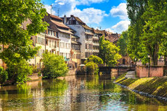 Strasbourg, canal de l'eau dans la région de Petite France, site de l'UNESCO. Alsace. Photographie stock